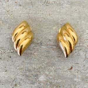 ♥️ Dior ♥️ Vintage Gold Clip Earrings